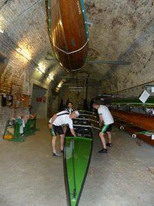 Die Rheintreue hängt im Keller oben an der Decke