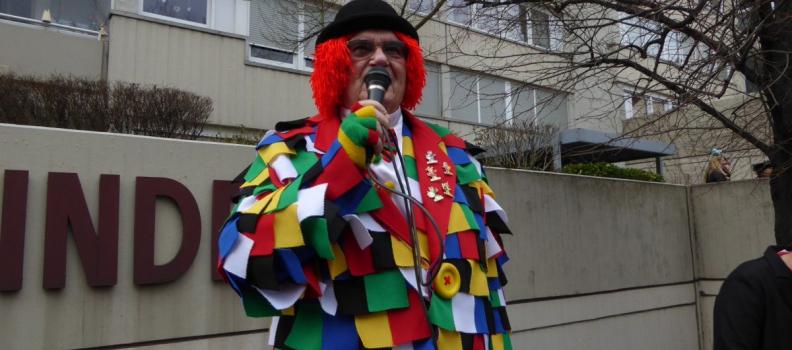 Rot-Weiß und Lappenclown – Karneval beim CfWP
